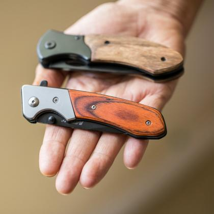 Personalize Knife with wood box, En..