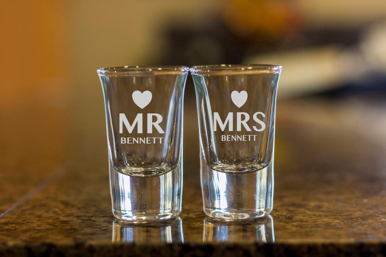mr and mrs shot glasses,customize shot glasses,wedding shot glasses, 1.5 oz shot glasses,wedding favor, couple shot glasses,anniversary gift