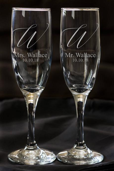 Set of 2 champagne flues, personalized names wedding toasts, Wedding Champagne Flutes, Engraved Wedding Glasses,Custom
