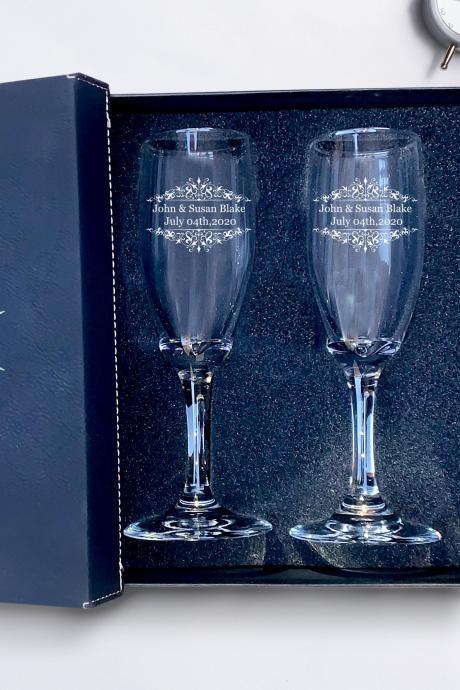 Set of 2 champagne flues, personalized First names engraved, wedding toasts, Wedding Champagne Flutes, Engraved Wedding Glasses,Custom