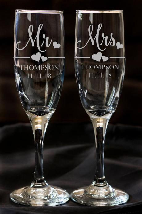 Set of 2 champagne flues, personalized names wedding toasts, Wedding Champagne Flutes, Engraved Wedding Champagne Glasses,Custom