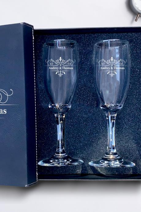 Set of 2 champagne flues, personalized First names engraved,wedding toasts, Wedding Champagne Flutes, Custom