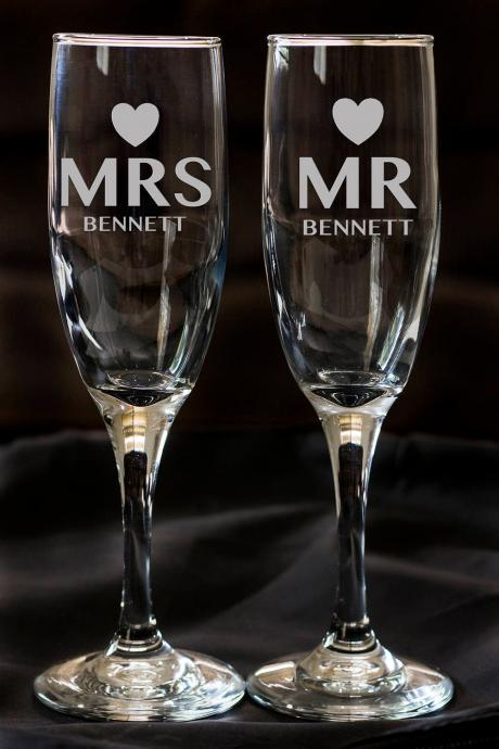 Set of 2 champagne flues, personalized names wedding toasts, Wedding Champagne Glasses Engraved, Engraved Wedding Champagne Glasses,Custom