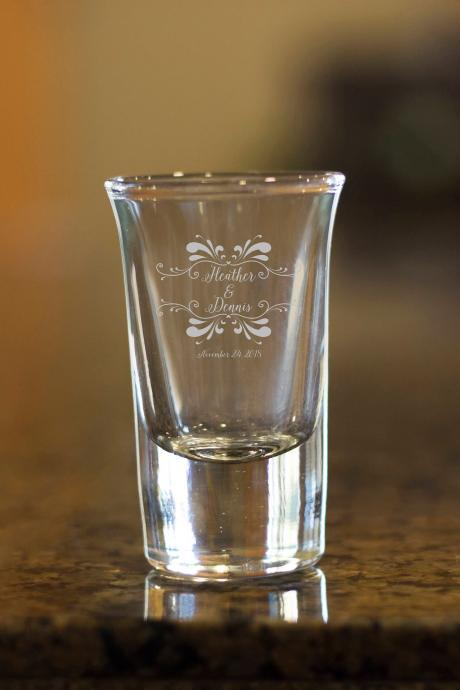 Couple shot glass,customize shot glass,wedding shot glass, wedding favor, custom shot glass,best friend bday gift, Etched name, personalize