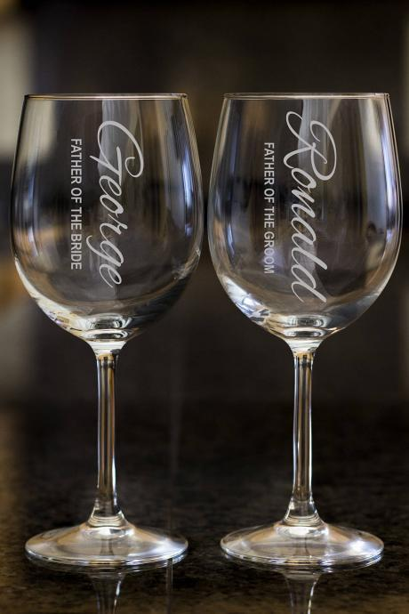 Father of the bride wine glasses,Personalize wine glasses,Engraved wine glasses, etched Wine glasses,wedding gift, Bachelor party, cutomized