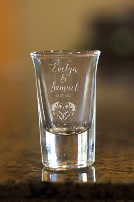 custom name shot glass,customize shot glass,wedding shot glass, wedding favor, couple shot glass,best friend bday gift, Etched name shot