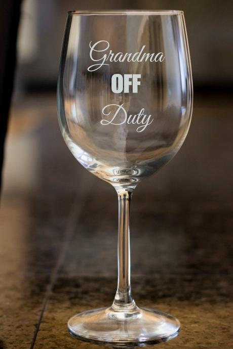 custom name wine glass,Grandma Off Duty wine glass,Engraved wine glass, etched Wine glass, wedding gift,Bachelor party, Wedding Favor